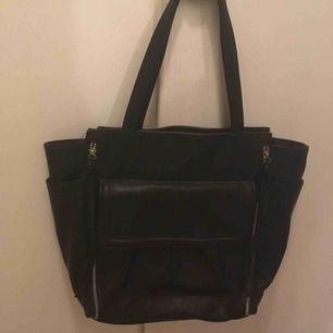 Knappt använd handväska :)