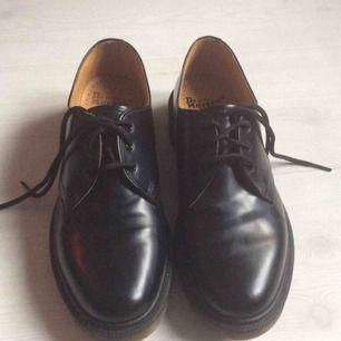 Dr Martens 1461 PW - dr martens - skor / kängor / boots i läder - endast testad (inomhus) - storlek 41 - ny pris ca. 1500kr