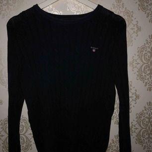 Gant tröja storlek S använd 2 gånger den är som ny, nypris 1100kr, säljs pga kommer inte till användning ! Köparen står för frakt!