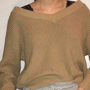Säljer min beiga/bruna stickade tröja från Gina. Storleken är medium men passar lika bra en smal. Den är knappt använd. Köparen står för frakt