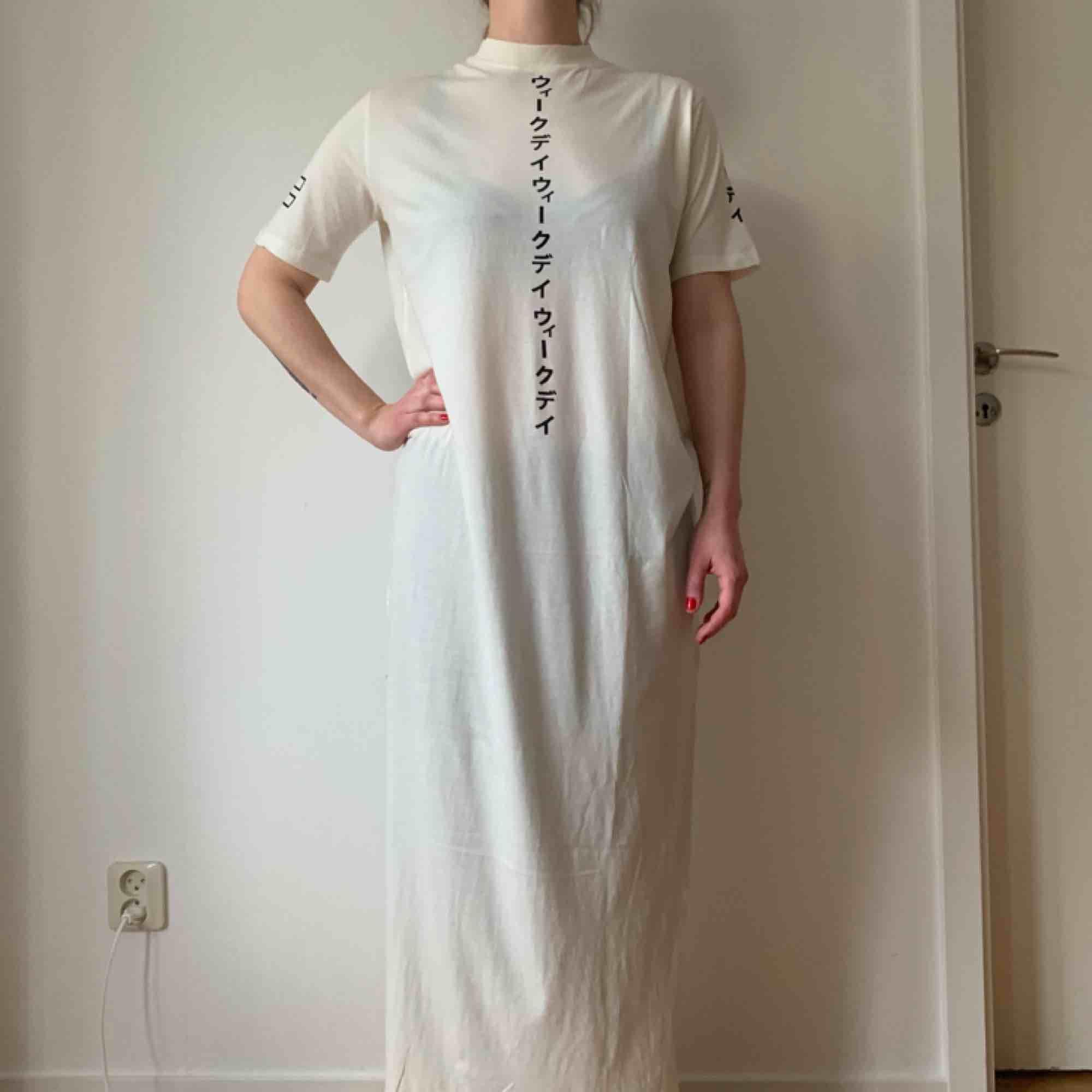 Weekday långklänning. . Klänningar.