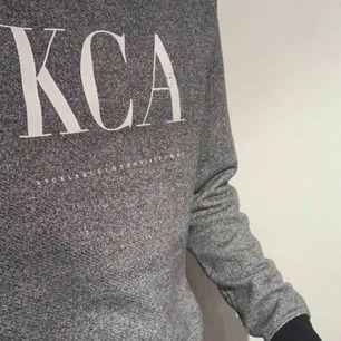 KnowledgeCotton Apparel sweatshirt köpt på Åhléns för 999kr nypris. 100% ekologiskt bomull. Passar som herr M