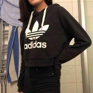 Adidas hoodie från Nelly, använder denna inte mer och den finns tyvärr inte kvar på hemsidan. Nypris 500-600kr