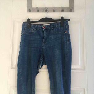 """""""Molly"""" jeans, HÅLIGA DÄRAV LÅGT PRIS 🤠priset gäller avhämtning hos mig🤠"""