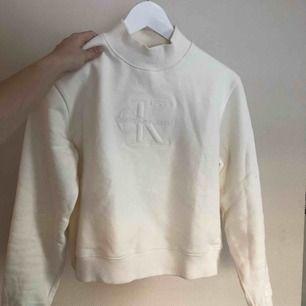 Superfin tröja från Calvin Klein. Inköpt från NAKD för 999 kr. Använd två gånger så i nyskick!