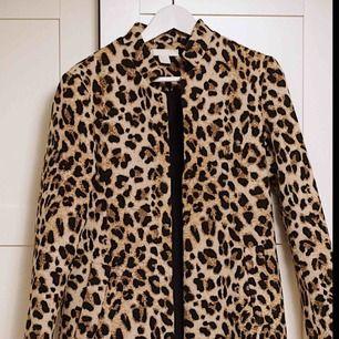 Säljer nu min kappa i storlek 36, nyskick!!  Möts endast upp i Göteborg, skickas inte