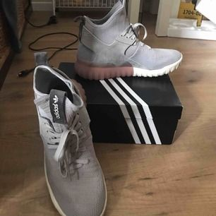 Säljer ett par Adidas tubular X storlek 42 (herr) i fint skick