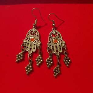 Fina silver örhängen med fatimas/hamsa hand symbol  köpt i Marocko. Frakt ingår