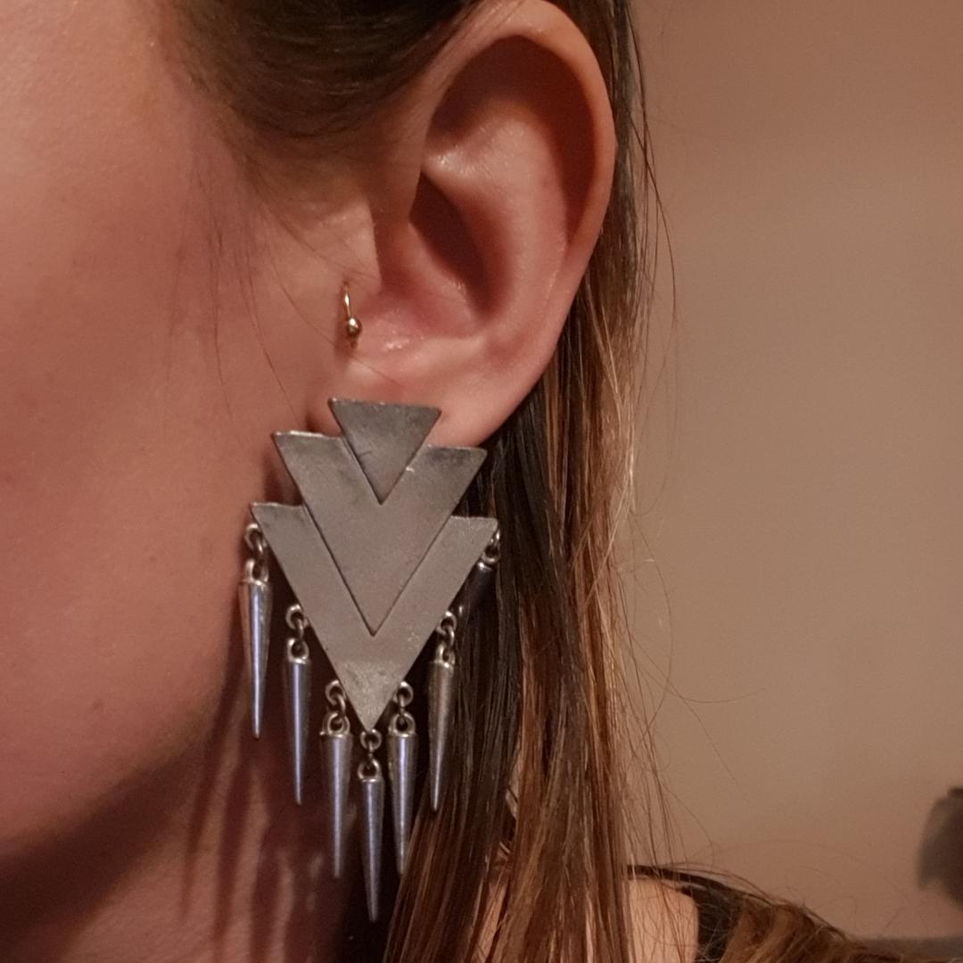 Perfekt statement örhängen till fest i silver. Från glitter tror jag. 7cm. Frakt 12kr. Accessoarer.