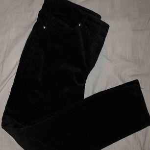 Svarta Manchester byxor väldigt sköna men passade inte mig så bra när jag tog hem dem Straight i formen