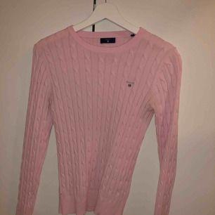 Ljusrosa Gant tröja använd ett fåtal gånger Säljer då det inte är min stil längre Köpt för 1250kr Damstorlek