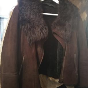 Äkta fårskinnspäls jacka i pilotmodell från Zara. Vintage