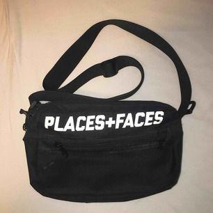 Jättefin väska från places+faces (AA-kopia). Använt ett antal gånger. Mått: 26x17x9cm. FRI FRAKT