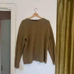 Stickad varm tröja från Banana republic, stor i storleken!