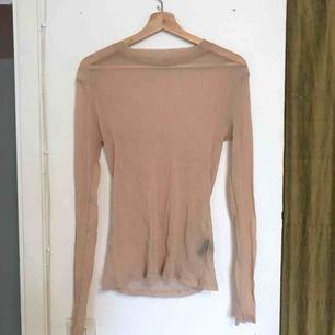 Glittrig mesh tröja från Weekday! Använd en gång. Färgen är mest som på första bilden!
