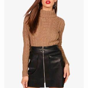 Helt ny och oanvänd stickad tröja i storlek S!