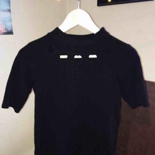 Vanlig T-shirt med fina detaljer! Storlek s! Köpt i Japan✌🏻frakt 36kr