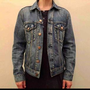 Weekday jeansjacka, fint skick då den är väldigt lite använd.