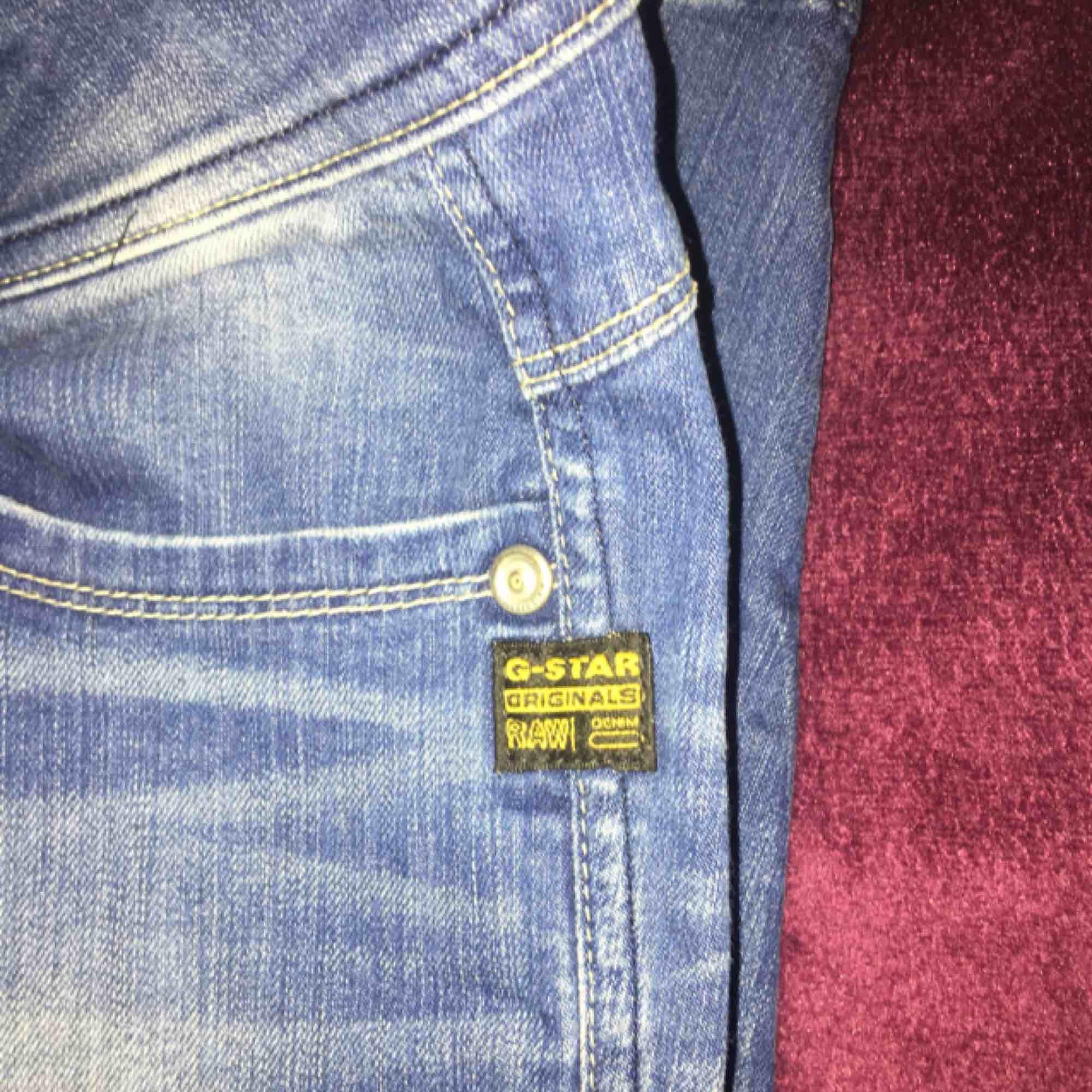 Säljer mina gstar byxor. Köpta för 1100kr på gstar butiken i gallerian. Pris kan diskuteras. Skriv om ni har någon fundering.  . Jeans & Byxor.