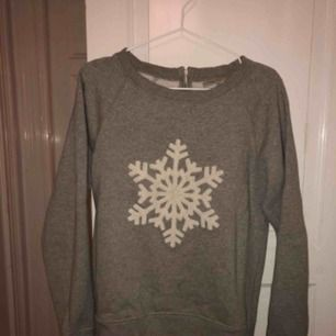 College tröja från Boomerang (1500 kronor nypris) med en snöflinga på!