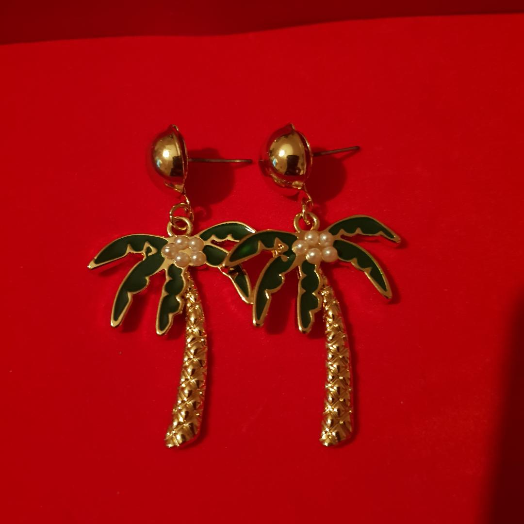 Fina palm tree/träd örhängen från Glitter . Accessoarer.
