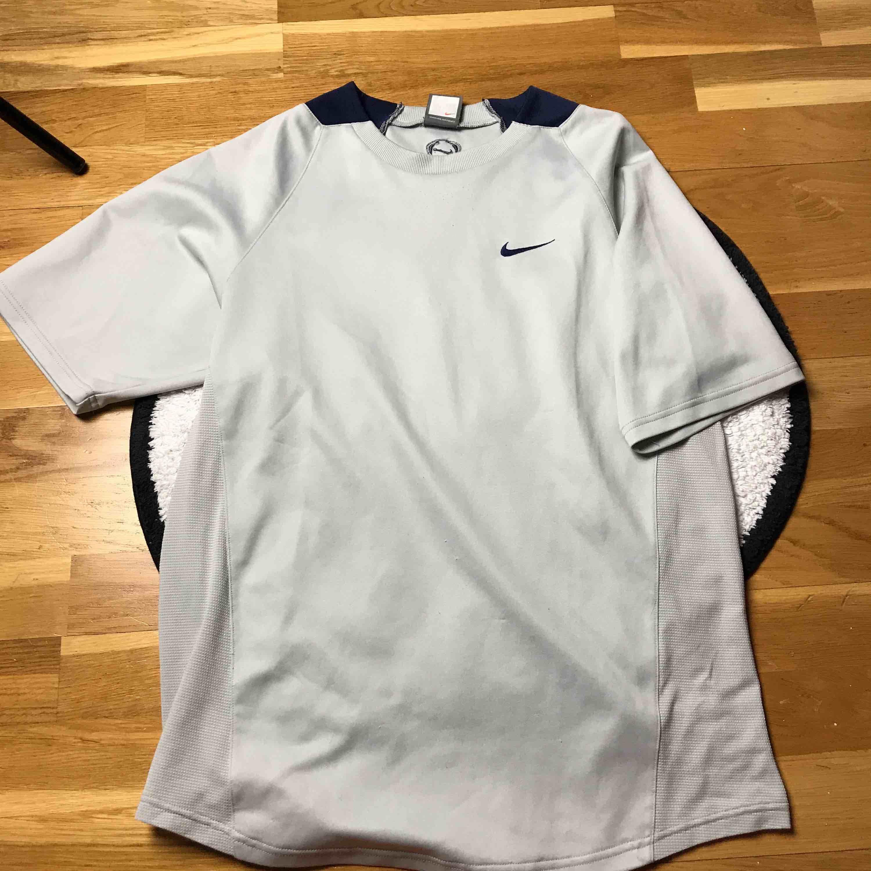 Mjukt material,50kr+frakt(59kr). T-shirts.