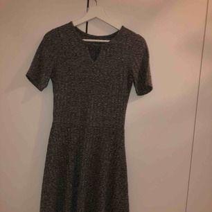Grå superfin klänning från hm använd kanske 4 gånger