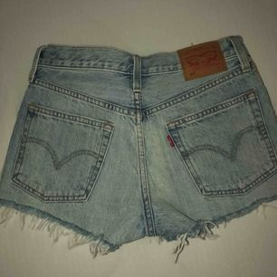 Helt nya jeansshorts ifrån Levis st: W25