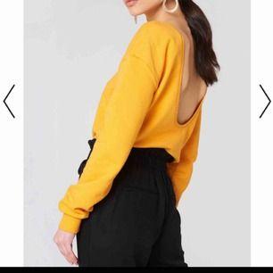 Oanvänd tröja från NA-KD med öppen rygg! Frakt: 55kr