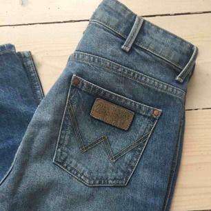 Wrangler jeans retro slim. Stl 26/32. Fint skick! Frakt kostar 58 kr.