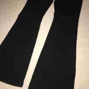 Helt nya bootcut jeans från Vero Moda.  Nypris 499:-  Därav priset, frakten ingår ej.