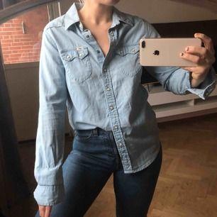 Jeansskjorta från Lee, strl XS, nyskick!! (Spårbar frakt på 59kr tillkommer 🕊✉️)