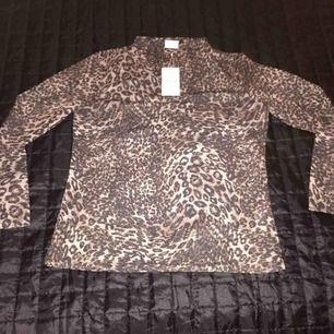 Helt ny leopard tröja från VILA i stl XL  Prislapp finns kvar (se bild) Fast pris