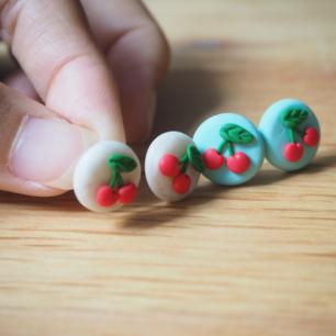 handgjorda örhängen  (frakt10kr)