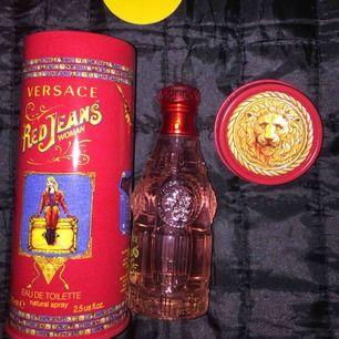 Helt ny Versace Red Jeans parfum 75ml  Kan frakta då köpare står för frakt (55kr) Finns i Norrköping