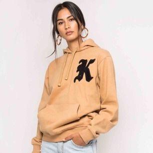 Säljer min fina hoodie som bara är använd 1 gång 🌸 Skickar gärna fler bilder!