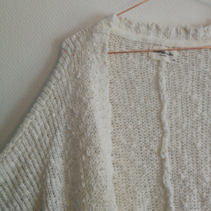 💭  Söt stickad cardigan från Vero Moda. Står XS på lappen, men den är oversize och kan passa upp till en M! Den här tröjan passar till allt! Använder Swish, köparen står för frakt! 💭