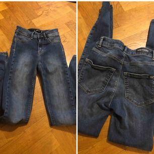 Jeans med hög midja, oanvända