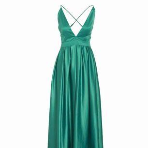 Söker den här klänningen från Nelly i storlek XS/S!