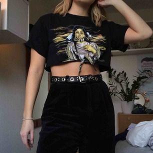 Cool T-shirt som jag klippt av själv! Säljer pga har många liknande. Fint skick !