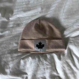 Mössa ifrån märket canada snow, köparen står för frakt på 20 kr