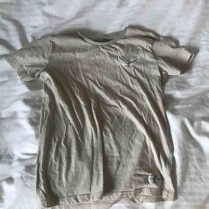 Beige tröja, köparen står för frakt på 20 kr