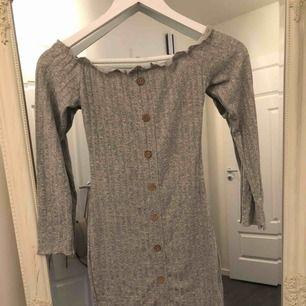 Söt klänning från DM, aldrig använd.  Strl s
