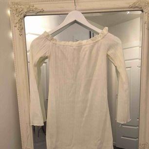 Söt klänning från Dennis magical. Aldrig använd