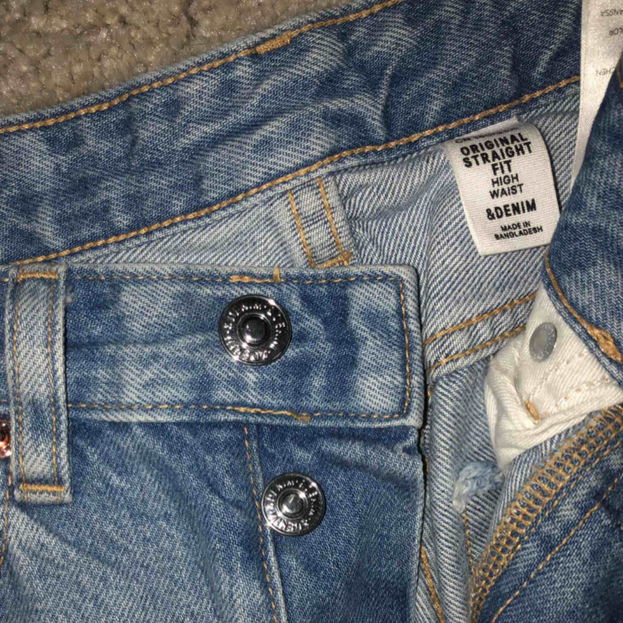 Säljer pga för många jeans 😔 Har för många liknande dessa men modellen är helt underbar.. Jeans & Byxor.