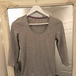 Snygg tröja från Tommy h, knappt använd!