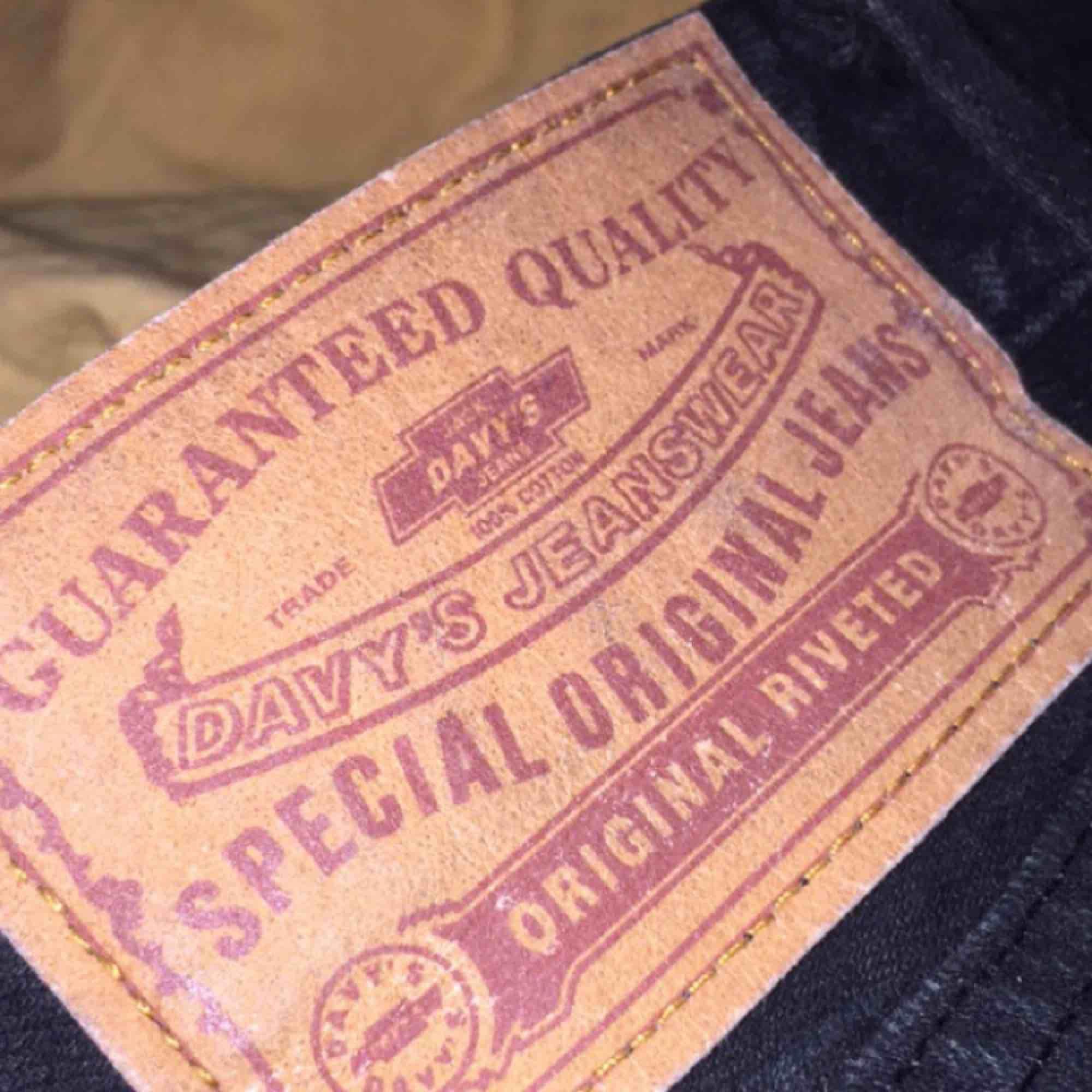 Jeans från Davy's köpta på second hand, W31 L34 men har klippt av dem lite och viker upp dem (är 160 cm lång). Kan skicka bilder på det om någon skulle vara intresserad. 100kr + frakt. Betalas helst via swish!. Jeans & Byxor.