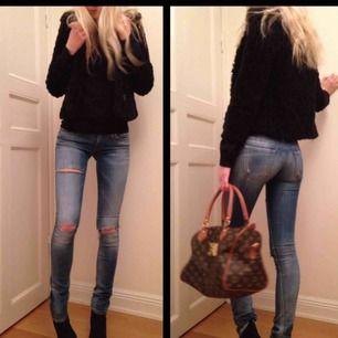 Mina absoluta favorit jeans från diesel!👖 Som tyvärr blivit för små för mig! De är sjukt snygg passform o den perfekta färgen😍 de står att de är i storlek 27/32, men känns mycket mindre än så skulle säga 25 eller 26.