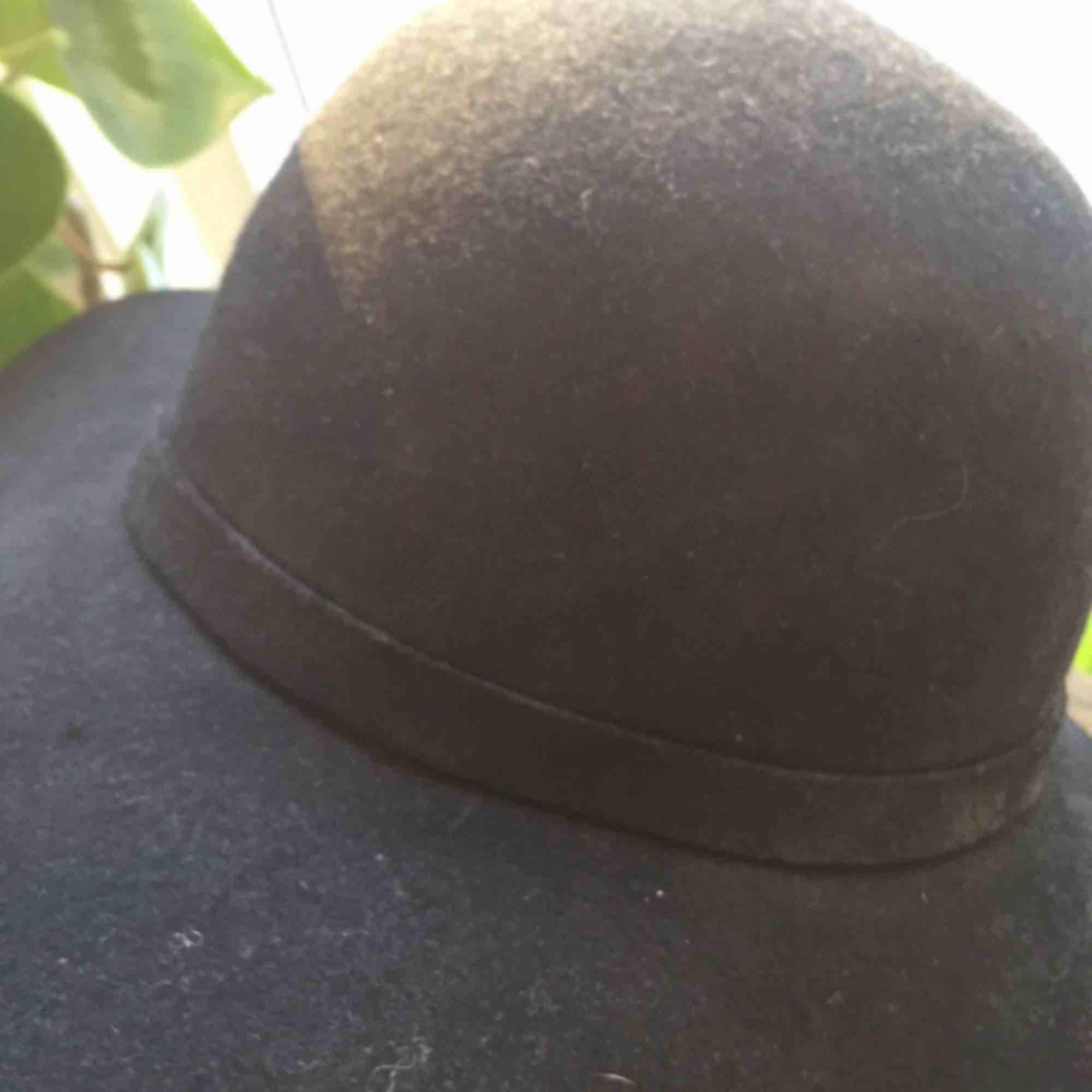 Sparsamt använd hatt från Indiska.  80kr + frakt. Betalas helst via swish.. Accessoarer.