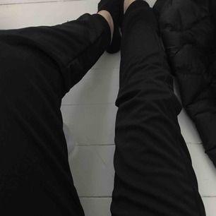 helt nya jätte fina mjukis/tränings byxor. aldrig använda då dom tyvärr inte är min stil.💕💕